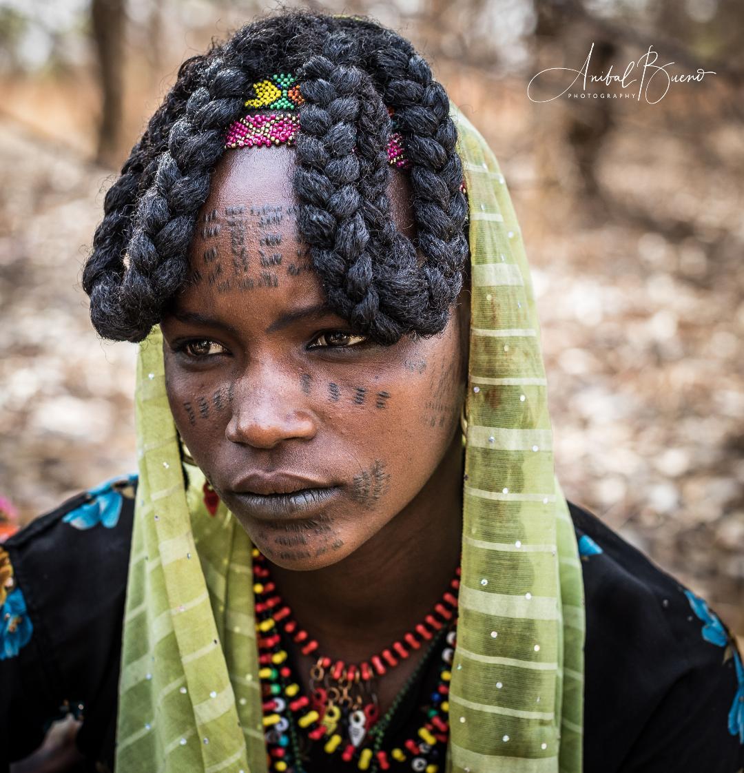 Mujer de color fotografiada por anibal bueno